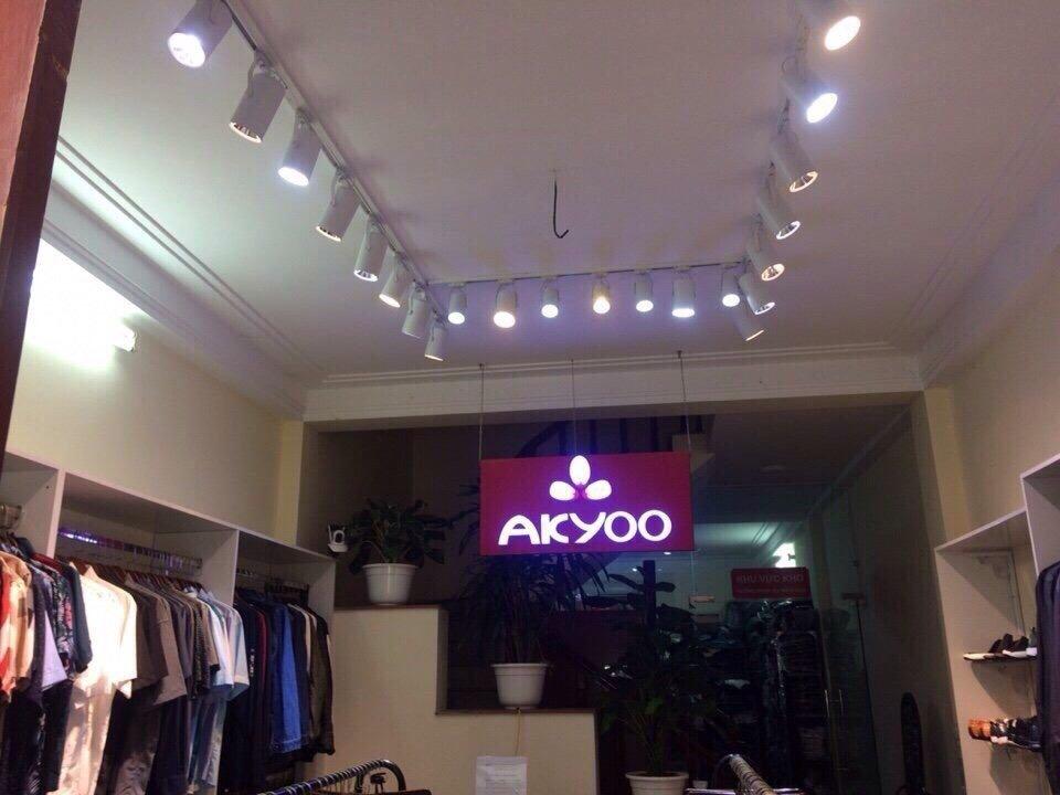 Bạn đã biết cách trang trí đèn cho cửa hàng quần áo của bạn chưa?